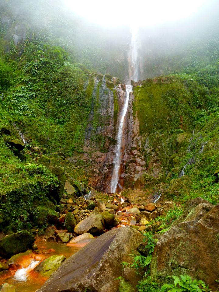 Chutte-d-eau-en-Guadeloupe