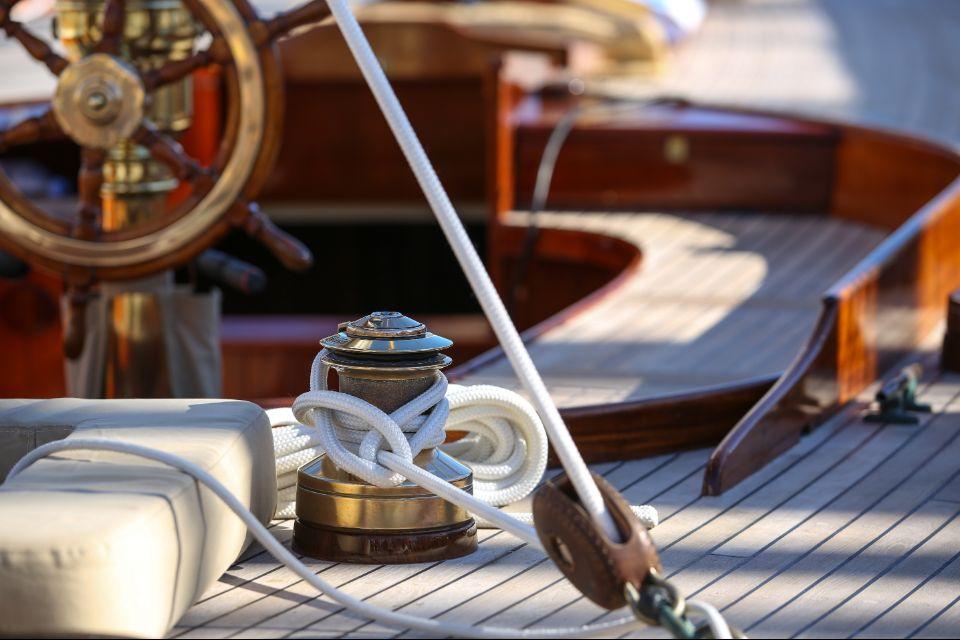 bateau de pêche à cannes