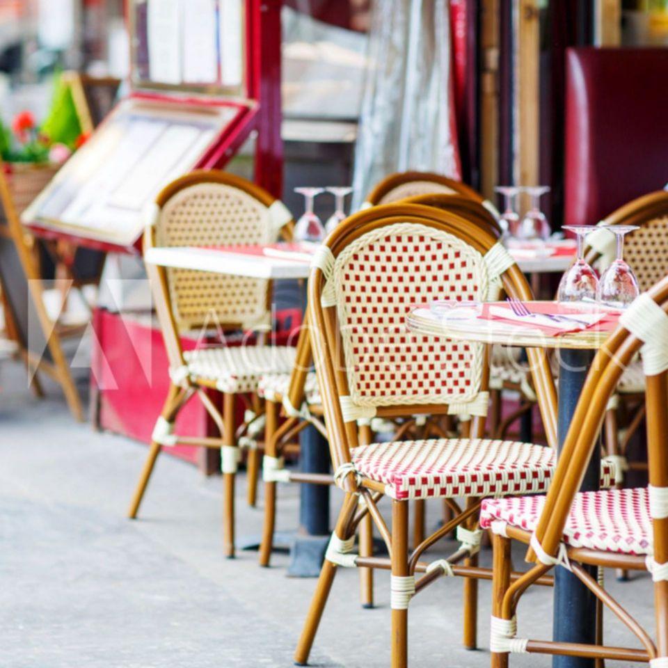 Restaurant en plein air à Paris