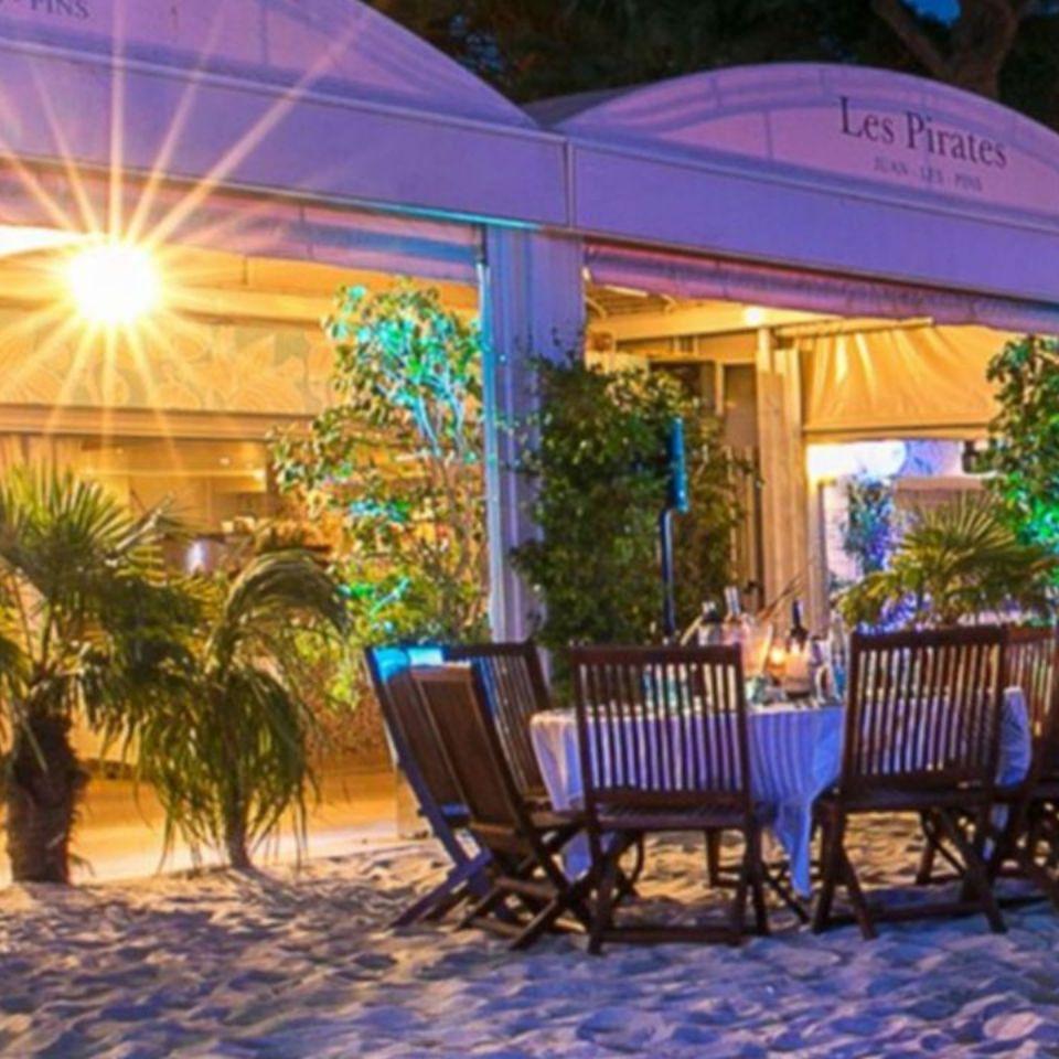 Plage/Restaurant à Antibes