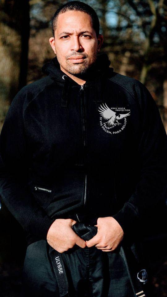 Ulysse DUMOULIN Président et fondateur de l'Association Krav Maga Protection  Head Coach et Directeur technique de KMP  Moniteur de Krav Maga civil et militaire FEKM  Ceinture noire 2ème darga FEKM  Coach MMA level 1 IMMAF Instructeur ASP